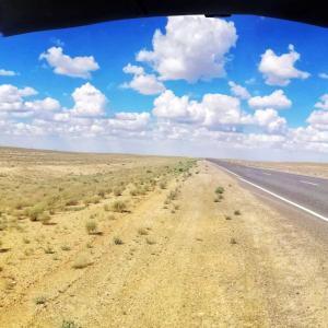 国境超え!砂漠を突切りウズベキスタンからカザフスタンへ!