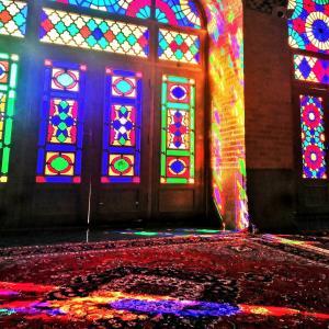 【シーラーズ】街歩き&季節外れのピンクモスク