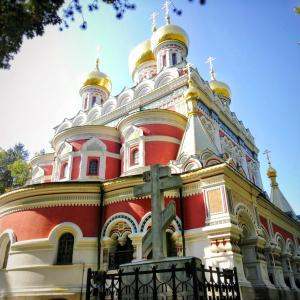 パステルレッドの美麗教会!ブルガリアのシプカ教会へ行こう!!