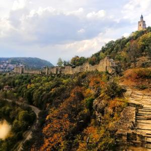 ヴェリコ・タルノヴォ!お城への石橋と町並みが素敵!