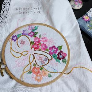 あれもこれも作りたくてリボンとお花の刺繍♡