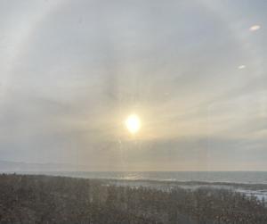 日本海の祈り後 太陽に黄金の輪