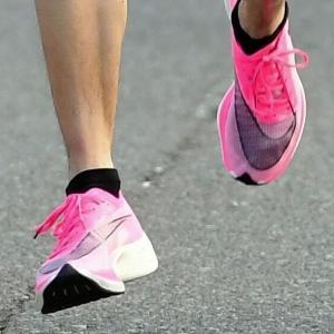 【比較】<厚底靴と高速水着> あまりに酷似する流れ「僕たちは走るだけ」と「泳ぐのは僕だ」
