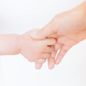 愛情の確認?【子供が手を繋ぎたくなる心理】