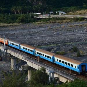 青い海と南廻線、撮り鉄の旅⑤金崙駅の朝
