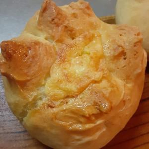 【独身女性の雑料理】固めのパン生地にチーズ入れて焼いたら優勝した話