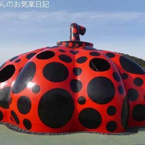 香川ヤドンマンホールの旅(49) 直島の赤かぼちゃはでっかいぜ!