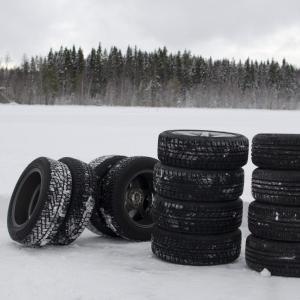 冬はオールシーズンタイヤとスプレーチェーンという選択も