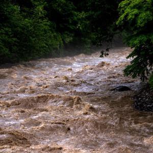 日田市の三隈川が氾濫。警戒レベル5が発令。