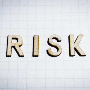 フリーランスエンジニアのリスクって何?安心して働き続けられる対策を紹介