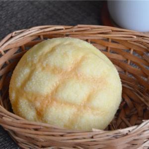 朝ご飯にメロンパン