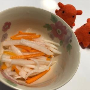 【大根とにんじんの紅白なます】ほんのりした甘みとお酢が美味しいレシピ/やる気★★