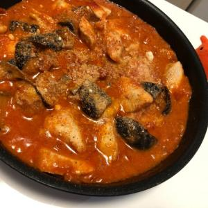 【茄子と鶏胸肉のトマトチーズ煮込み】ジューシー鶏胸肉のレシピ/やる気★★★
