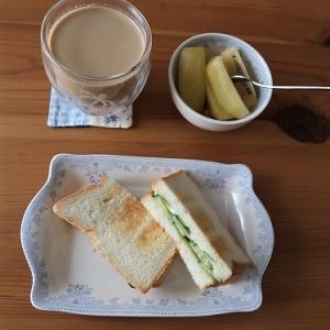 に志かわのパンでサンドイッチ