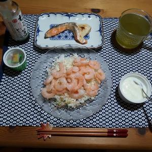 半額で買えた鮭とエビで夕飯