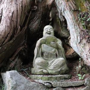 福島県田村郡小野町「東堂山」ユニークな昭和羅漢がたくさん!奥深い神秘のお寺とのギャップが・・・