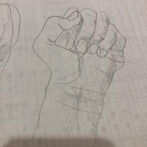 握りこぶしのデッサン「子供の美術のテスト」親も描いてみた(^◇^;)