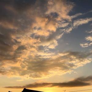 暮れゆく空「ある日の西の空✨」色の移り変わりに癒される(*´꒳`*)💕