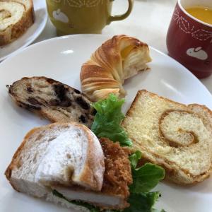 自粛生活を楽しむ「おうちカフェしよう(*^▽^*)」おうちでおいしいパンを食べて幸せ気分💛