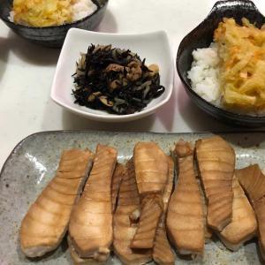 マグロのしょう油焼き&野菜かき揚げ丼「この組み合わせが息子に好評です💛」