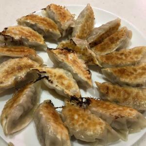 手作り餃子【キャベツと豚ひき肉だけのシンプル餃子】小籠包のようにジューシーです💛