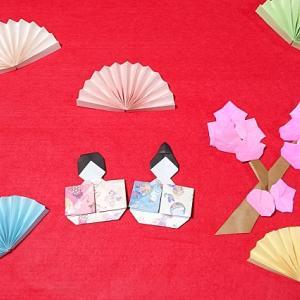 ひな祭りの壁面飾り高齢者向け|折り紙で春の製作におすすめ