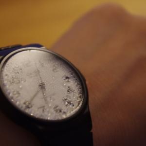 腕時計の中に水が入ったらどうしたらいいのか?