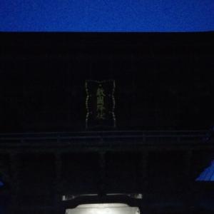筥崎宮の真上に月が・・・