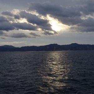 「青函フェリー・3号はやぶさ」洋上の日の出は神秘的。