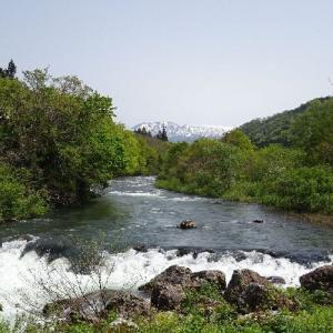 「道の駅胎内(新潟県)」流れがはやく、広大な胎内川と山々を激写です。 パシャッ! Σp[【◎】]ω・´)