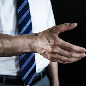 太い前腕はモテる!血管が浮き出て筋張った男らしい前腕に鍛え上げる