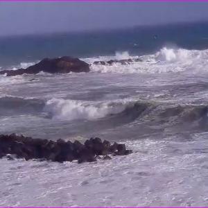 台風10号の影響で伊勢志摩の海は大荒れです