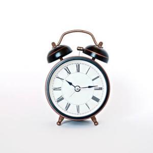小学生の寝る時間は遅い?学習トラブルを回避するために