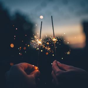 夏の夜は花火で思い出をつくりたい。素敵な花火6選