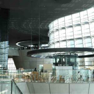 久々の新国立美術館とスイーツビュッフェ