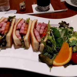 丸福珈琲の茶美豚のBLTサンド