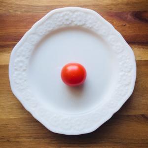 ちょっとしたお弁当のコツ  ミニトマトの汁が出ないように切る方法
