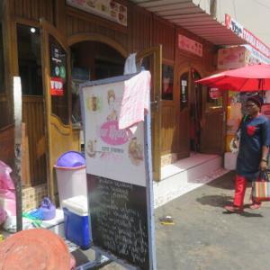 ダカールのカオサン通りにある現地食堂で飯を食う(2020年6月1日)