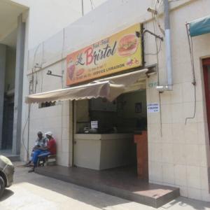 セネガルのハンバーガーはビックマックの2倍(2020年9月19日)