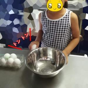 幼稚園生のお手伝い 「たまごの殻割り」に挑戦!