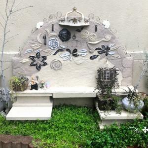 梅雨時の花壇は...一面グリーンでした✤