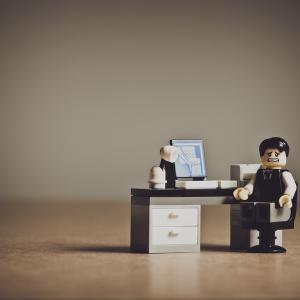 【ブラック】残業多いし仕事辞めたいと思っている人へ【辞める勇気も大切】