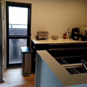 「新しいキッチン収納中」