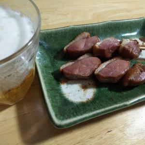 コンビニで買った鴨の燻製でビールが美味しい
