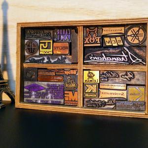 木製台座メタルスタンプの活版ディスプレー仕様