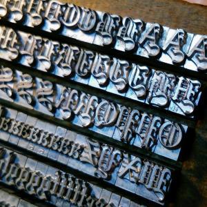 【18pt Wedding Text】くるくる系古書体 メタルスタンプ 活版印刷用活字 ヌメ革