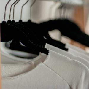 ミニマリストの「服を捨てる基準」【捨て方はどうする?】