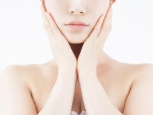 更年期女性のお悩み①シミ、しわ、たるみ、くすみ、乾燥などの原因と対処法