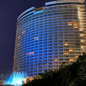 グアムの新たなラグジュアリーホテル「ザ ツバキ タワー」が今晩ブルーにライトアップ