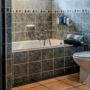 浴室、外壁のコーキングは要注意【下地処理の重要性】